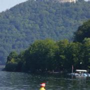 Blick vom Edersee zum Schloss Waldeck